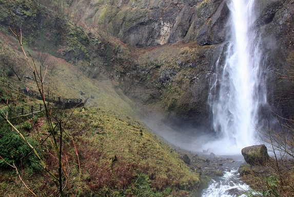 Hiking Multnomah Falls in Portland, OR